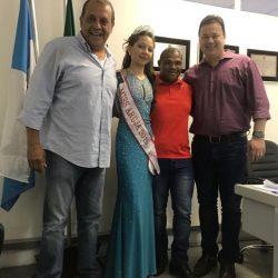 cidade-ARUJÁ-Bianca Wille, foi recebida pelos senhores, José Luiz Monteiro, Márcio Oliveira e Edimar do Rosário, repectivamente prefeito, vice-prefeito e vereador da cidade