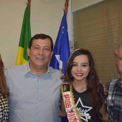 cidade-Taubaté-Thainá Santos Souza, que foi recebida, junto com sua mãe e avô, pelo prefeito da cidade, Bernardo Ortiz Júnior; bem como pelo vice prefeito, Edson Oliveira.