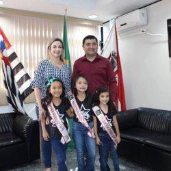 cidade de Suzano, Rodrigo Ashiuchi, primeira-dama Larissa Ashiuchi,Melina Yuki Hara, Giovana Santos Lima e Manuela Ayumi Maecava.