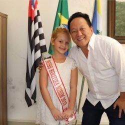Ana Carolina Calete Pivato, foi recebida no gabinete oficial pelo Prefeito Walter Tajiri, de Biritiba Mirim. A bela